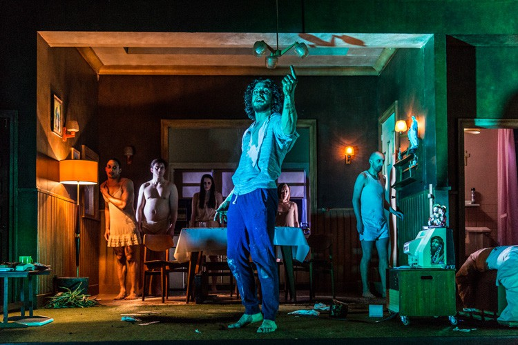 review of doctor faustus Royal exchange, manchesterthis doctor faustus, starring patrick o'kane, is full of pageantry, razzamatazz and visual tricks, but it's sometimes at its best in its calmer moments, writes lyn gardner.