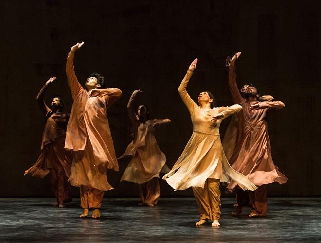 Aditi Mangaldas Dance Company, Inter_rupted, Dance Umbrella - Photo credit Foteini Christofilopoulou
