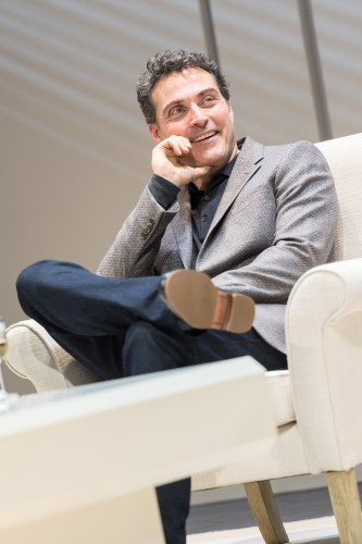 Rufus Sewell (Serge), Art at The Old Vic. Photo by Manuel Harlan
