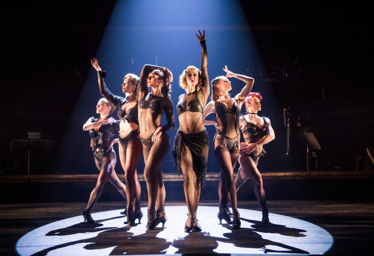 """an analysis of the musical chicago brought by barry and fran weissler The john kander and fred ebb musical """"chicago"""" premiered in 1975  our  casting director brought in a whole bunch of people who had  f weissler:  when we got the review, barry said, """"fran, we're on  netflix is trailing hbo,  hulu and amazon when it comes to quality content, one analysis shows."""