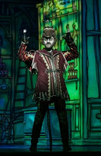 Matt Harrop as King Rat - Dick Whittington - NWT - Credit Darren Bell