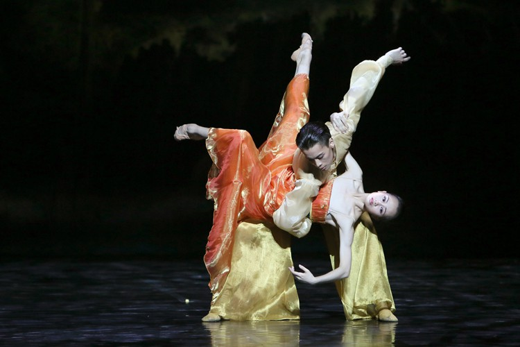 Shanghai Ballet in 'Echoes of Eternity' dancer Wu Husheng as the Emperor and Qi Bingxue as Lady Yang - Photo by Chen Wen