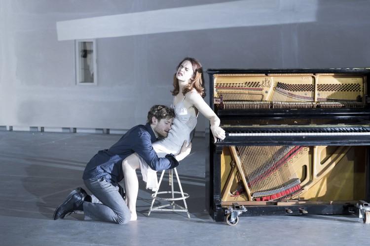 KYLE SOLLER (Tesman), RUTH WILSON (Hedda Gabler) - Photo credit: Jan Versweyveld