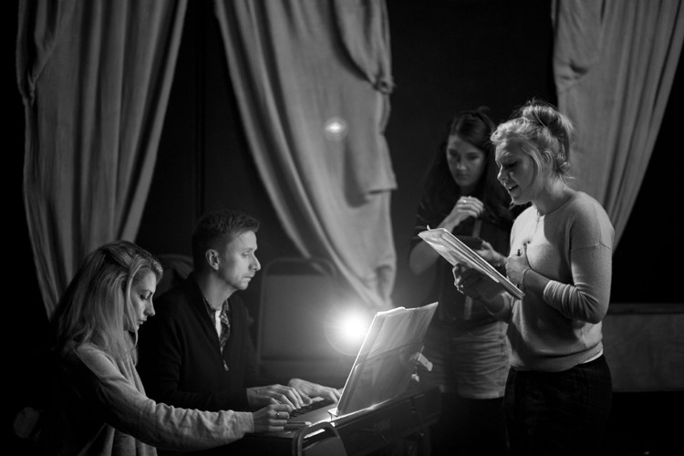 Her Aching Heart rehearsals: Naomi todd. Ian Brandon. Suzy Gill. Colette Eaton - Credit lhphotoshots