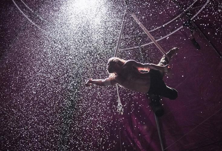 August Dakteris - BIANCO - NoFit State Circus - Big Top - Southbank Centre - Photo By Tristram Kenton (2015)