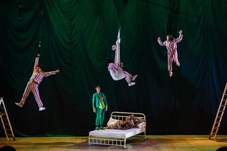 John (Marc Antolin), Michael (John Pfumojena), Wendy (Madeleine Worrall) and Peter Pan (Paul Hilton), PETER PAN (c) Steve Tanner