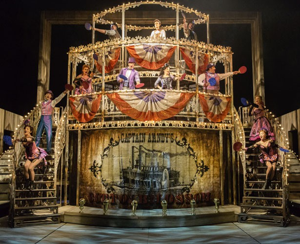 The original Sheffield Theatres cast of Show Boat. Credit Johan Persson