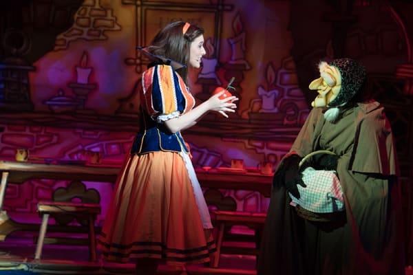 Naomi Cowe as Snow White and Jessie Wallace as Queen Lucretia