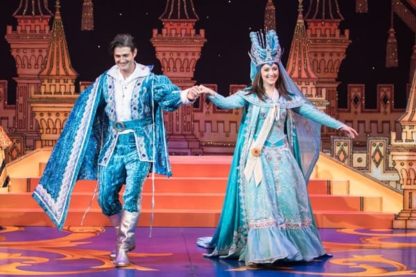 Naomi Cowe as Snow White and Oliver Tompsett as Prince Benedict of Bromley