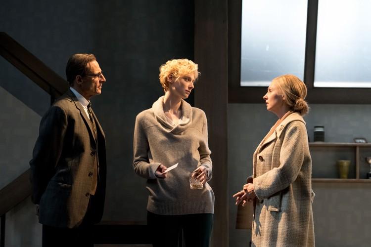 MARK STRONG (Donald Dodd), ELIZABETH DEBICKI (Mona Sanders), HOPE DAVIS ( Ingrid Dodd) - Photo credit: Manuel Harlan