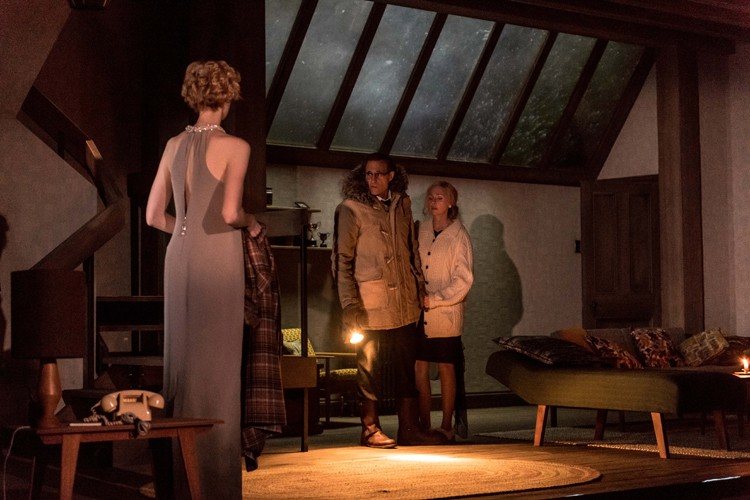 l-r ELIZABETH DEBICKI (Mona Sanders), MARK STRONG (Donald Dodd), HOPE DAVIS ( Ingrid Dodd) - Photo credit: Manuel Harlan
