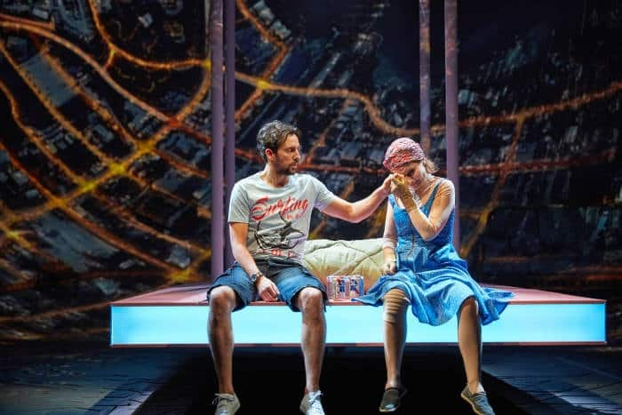 Ugly Lies the Bone at the National Theatre. l-r Ralf Little (Stevie) and Kate Fleetwood (Jess) Photo by Mark Douet _D4A1037-min
