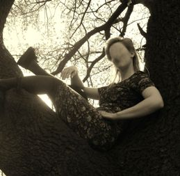 An-Evening-Girl-in-Tree