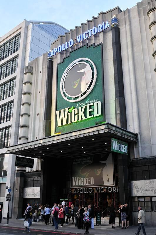 Apollo Victoria Theatre London Wicked Londontheatre1 Com
