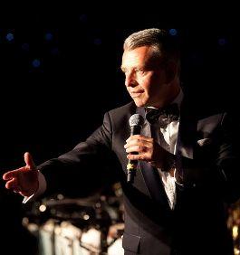 Richard Shelton as Sinatra