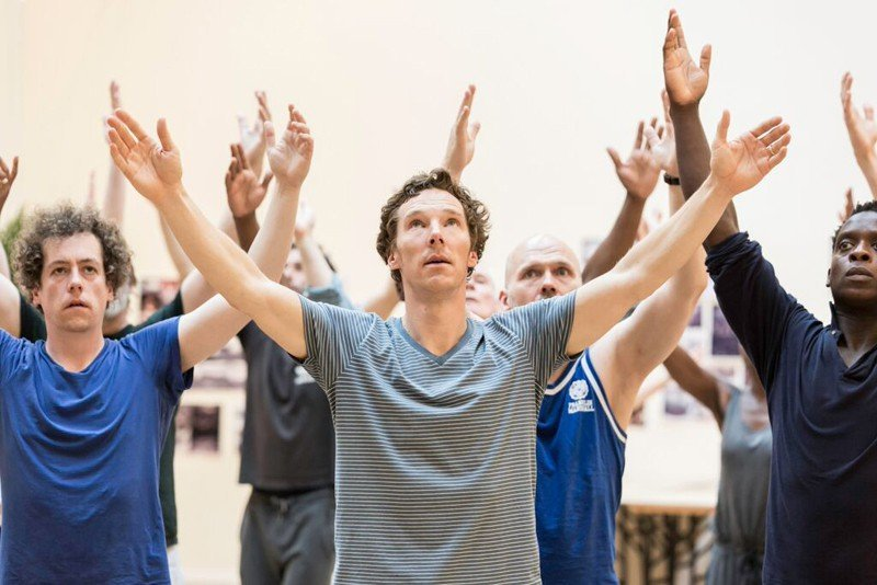 centre Benedict Cumberbatch (Hamlet) and cast Photo credit: Johan Persson