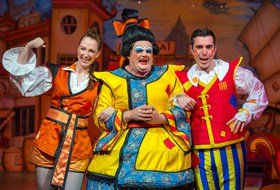 L-R Naomi Bullock, Fred Broom, Matthew Quinn (Aladdin, Queen's Theatre Hornchurch 2015)