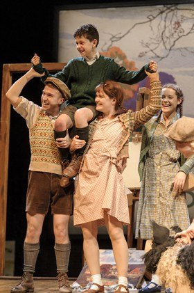 Ensemble in Goodnight Mister Tom 2015