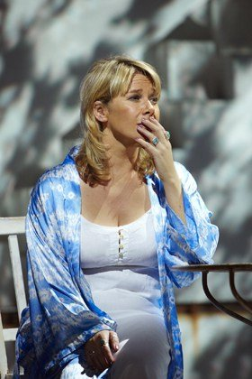 Linzi Hateley as Donna in the 2010 West End cast of MAMMA MIA!