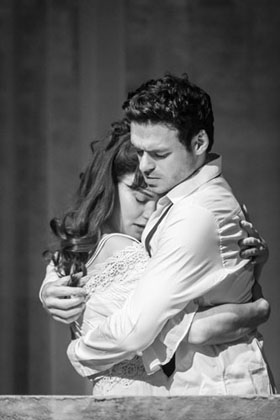 KBTC Romeo and Juliet Garrick Theatre - Lily James (Juliet) and Richard Madden (Romeo) Credit Johan Persson