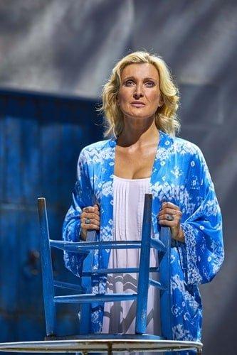Sara Poyzer as Donna in MAMMA MIA! Credit Brinkhoff & Mögenburg