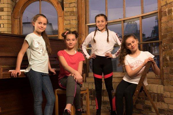 Charlotte Breen, Lucy Simmonds, Anya Evans and Fifi Bloomsbury-Khier - photo by Hugo Glendinning