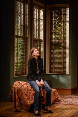 Belinda Lang as Stephanie Abrahams in DUET FOR ONE.  Credit Robert Day