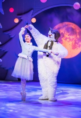 Birmingham Repertory Theatre-The Snowman - Credit Tristram Kenton