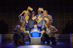 Joshua Jenkins and the company of The Curious Incident of the Dog in the Night-Time - Photo BrinkhoffMögenburg