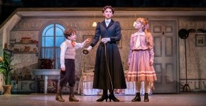 Zizi Strallen as Mary Poppins and Children- Photograph Johan Persson.