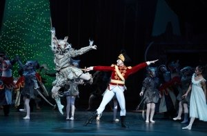 Daniel Kraus as Mouse King and Skyler Martin as Nutcracker credit Laurent Liota