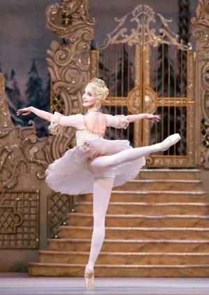 The Nutcracker. Lauren Cuthbertson as The Sugar Plum Fairy. (c) ROH - Tristram Kenton, 2013.