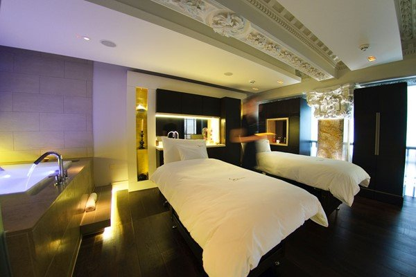 Luxury Pamper Day with 25 Minute Treatment and Fizz for Two at Sofitel London