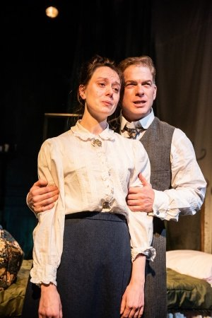 Scarlett Brookes and Fred Perry, Tryst, Chiswick Playhouse (credit Savannah Photographic).