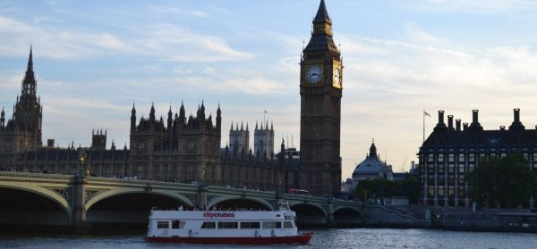 Sundowner Cruise on the Thames for Two