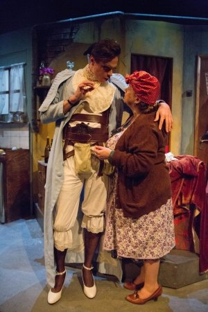 TOM YORK as EVELYN FARRANT and FELICITY DUNCAN as MRS MCGEE. CORPSE! Park Theatre. Credit - Anna Urik.