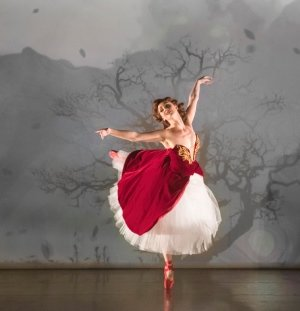 THE RED SHOES. Ashley Shaw 'Victoria Page'. Photo by Johan Persson